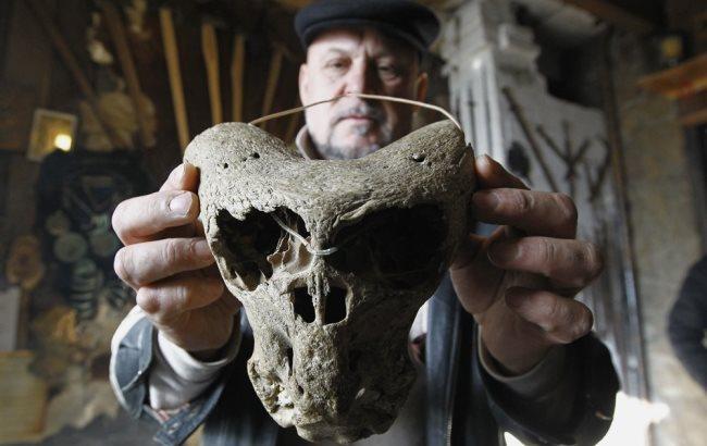 В РФ нашли сундук Третьего рейха с черепами инопланетян