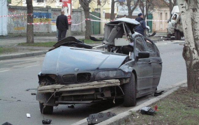 """Фото: автомобиль BMW на огромной скорости протаранил """"Газель"""" (Новости Николаева)"""