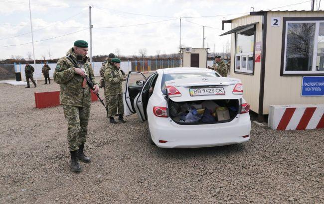 Фото: контрольний пункт на Донбасі