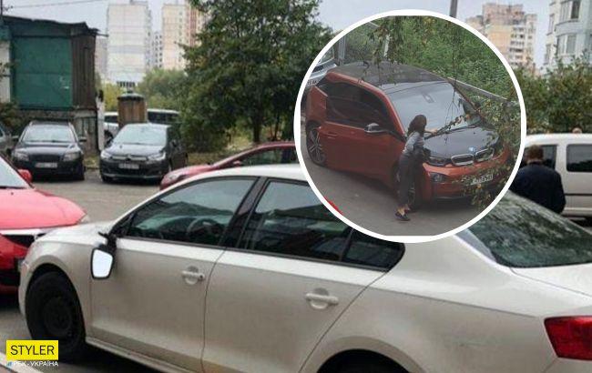 """Кияни ополчилися проти """"героїв паркування"""": ламають дзеркала і залишають смердючі """"презенти"""""""