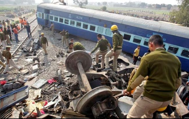 Фото: аварії поїзда в Індії