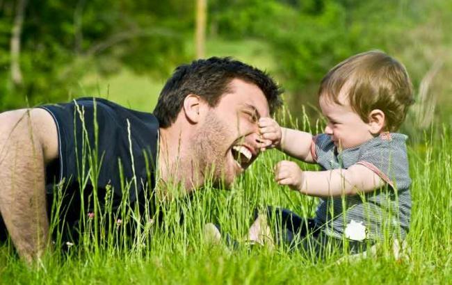 Фото: Батько з дитиною (bbmundo.com)
