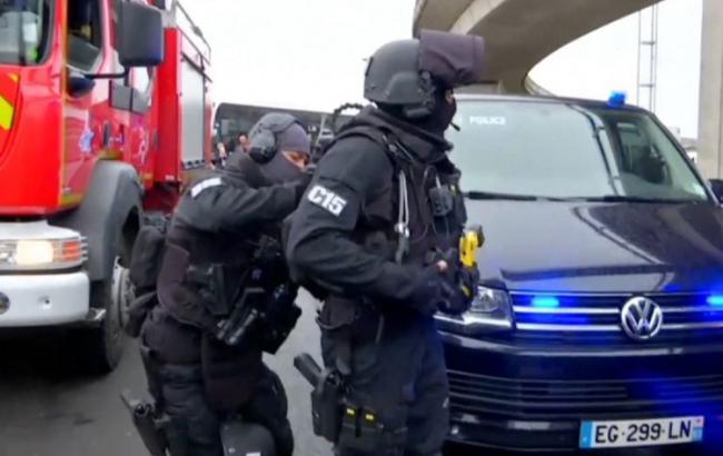 Французские власти классифицировали нападение навоенных вОрли как теракт