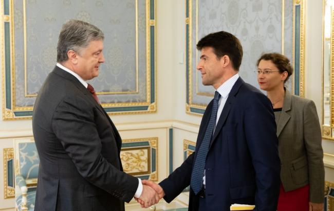 Порошенко: поставка французьких вертольотів посилить сектор безпеки України