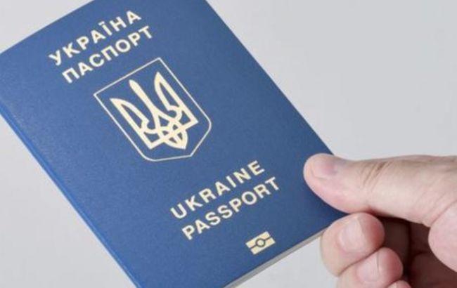 Фото: биометрический заграничный паспорт