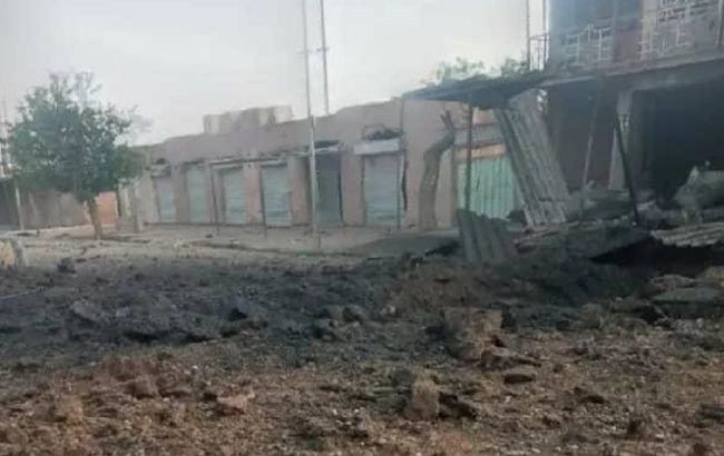 Десятки людей в Афганістані залишаються під завалами лікарні після вибуху замінованого авто