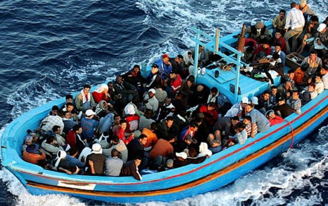 Фото: мігранти в Середземному морі