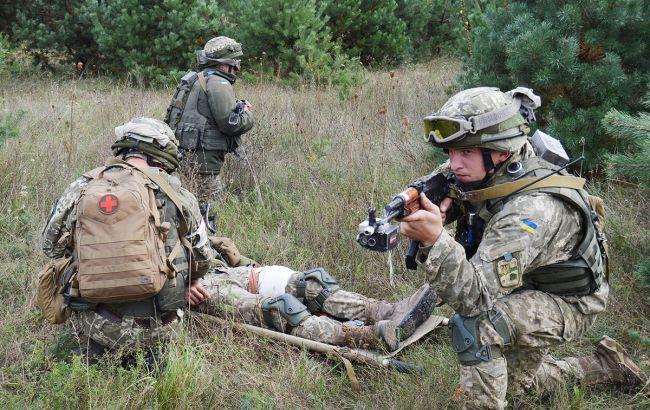 Бойовики обстріляли з гранатометів Лебединське: поранено військового