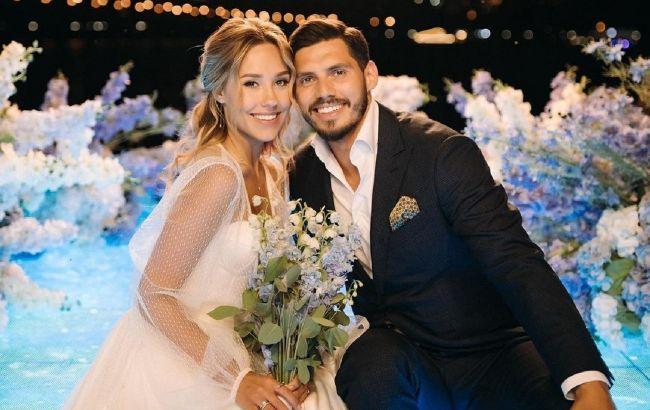 Счастливы вместе: Никита Добрынин и Даша Квиткова отмечают первую годовщину свадьбы
