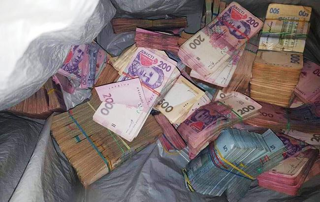 Фото: похищенные деньги (пресс-служба прокуратуры Киева)