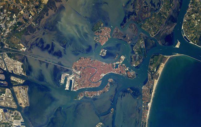 Астронавт МКС показал яркие кадры Венеции из космоса