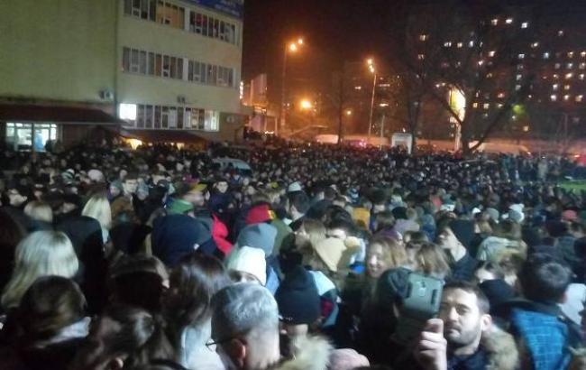 Фото: Люди возле Stereo Plaza (facebook.com/olizitc)