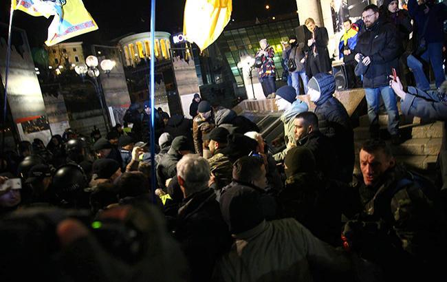 Фото: потасовка на Майдане в Киеве (РБК-Украина)