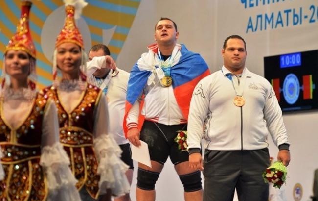 Российский тяжелоатлет Албегов отстранен от соревнований из-за допинга