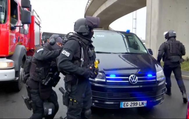 Встолице франции задержаны отец ибрат застреленного ваэропорту Орли правонарушителя