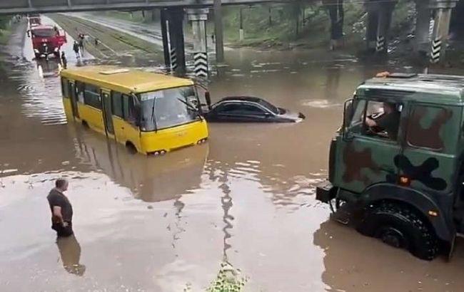 У Маріуполі потоп: затоплено будинки та вулиці