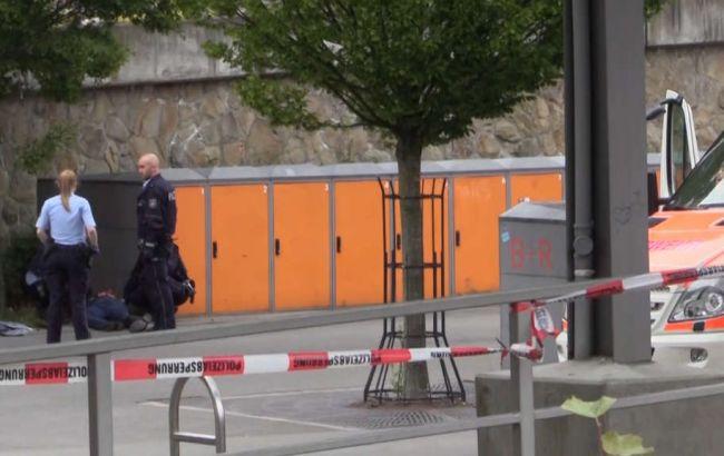 В Германии на вокзале мужчина с ножом напал на людей, есть погибшие