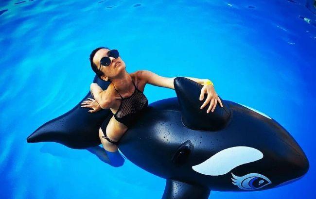 Солістка групи Go_A засвітила фігуру в купальнику на відпочинку в Італії
