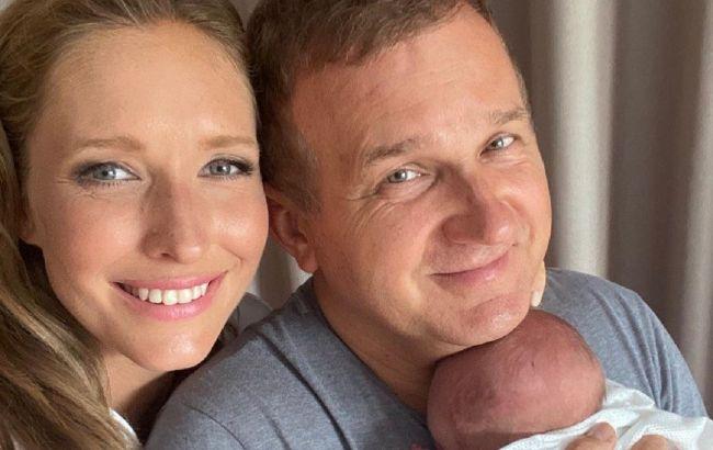 Первый юбилей: Осадчая и Горбунов растрогали нежными фото месячного сына
