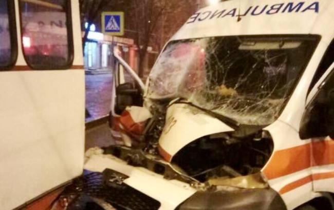 ВХарькове впериод движения зажегся троллейбус спассажирами: Кадры пожара