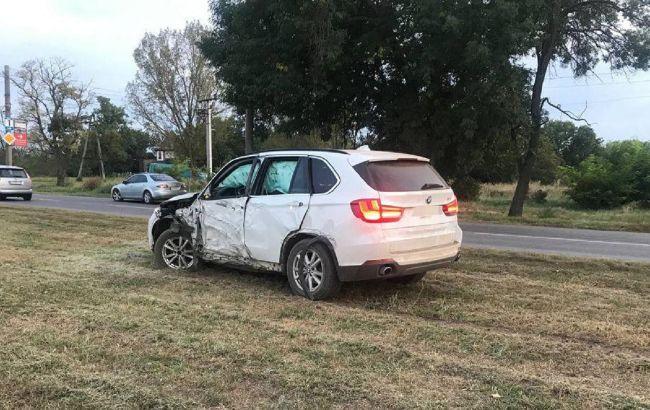 В Бердянске пьяный депутат на BMW сбил пешехода и пытался сбежать: момент ДТП попал на видео