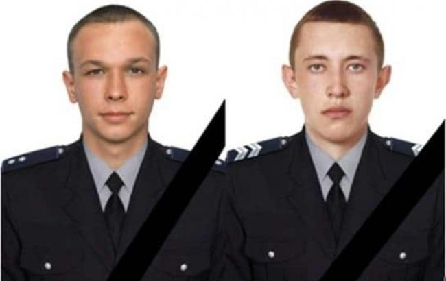 Фото: 22-летний лейтенант полиции Андрей Яцура и 24-летний старший сержант полиции Михаил Корниенко (kp.ua)