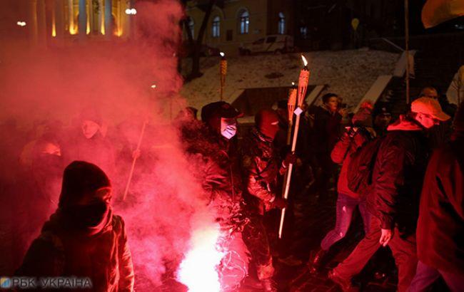 Біля будівлі МВС почалися сутички між мітингувальниками і правоохоронцями