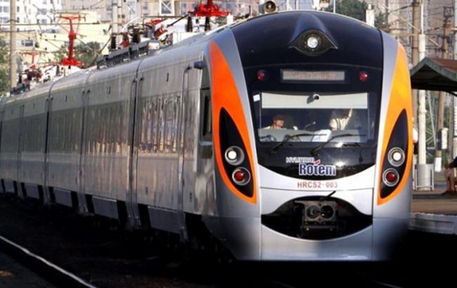 ВоЛьвовской области поезд Хюндай насмерть сбил женщину
