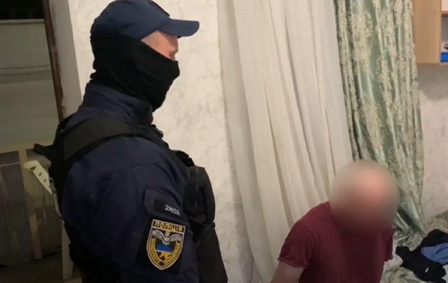 В Одесі чоловік через сварку у магазині вдарив двох перехожих ножем