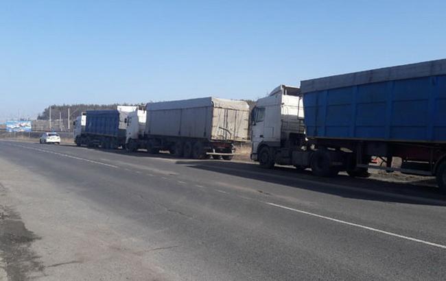 У різних областях України заблокували близько 50 вантажівок з львівським сміттям