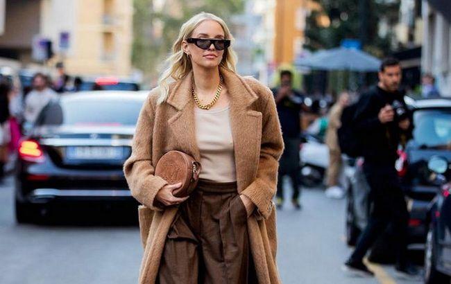 Гарячий тренд: стиліст показала кращі образи з пальто на холодний сезон