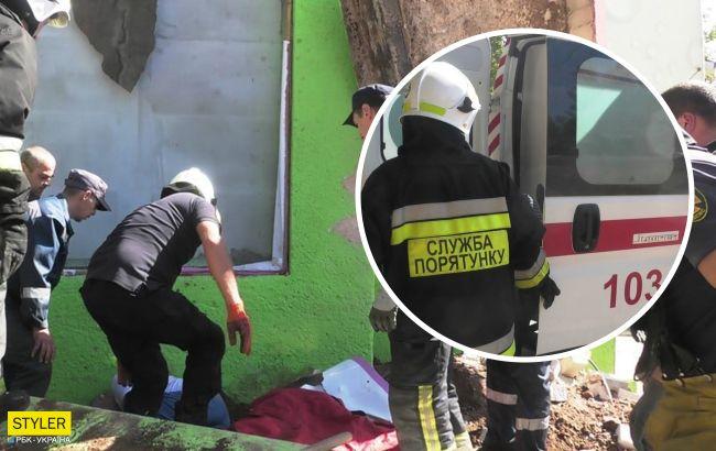 Родился в рубашке: в Херсоне мужчина чудом выжил после падения на него бетонной плиты (видео)