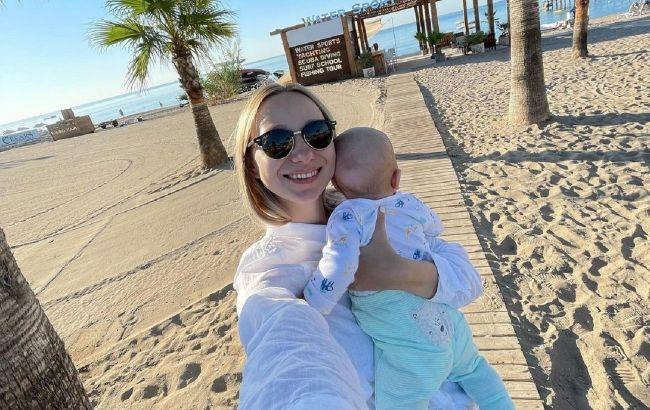 Мы выдыхаем: жена Павлика умилила семейным фото и рассказала об отдыхе с малышом