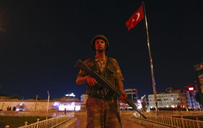 Фото: турецких госслужащих временно лишили отпусков