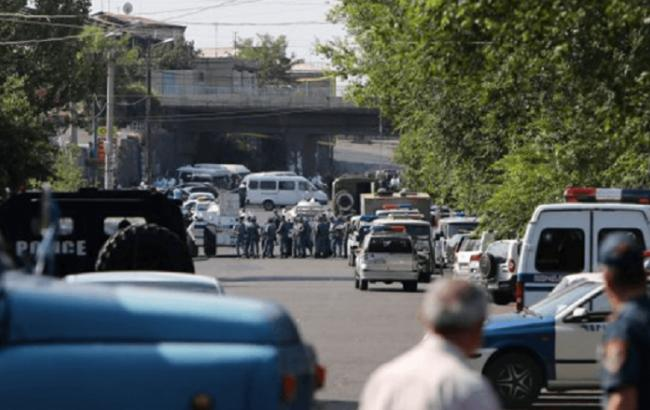 Фото: захоплення будівлі поліції в Єревані