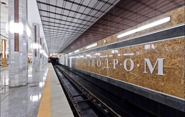 """В Киеве на станции метро """"Ипподром"""" пассажир попал под поезд"""