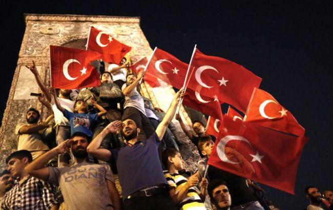 """Фото: в Туреччині продовжуються """"чистки"""""""