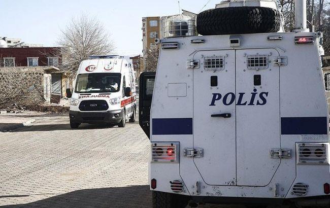 Фото: в Турции подорвался полицейский бронированный автомобиль