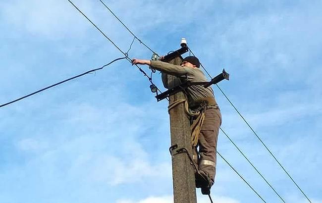 Фото: у ряді областей пошкоджено лінії електропередачі (facebook.com/theministryofdefence.ua)