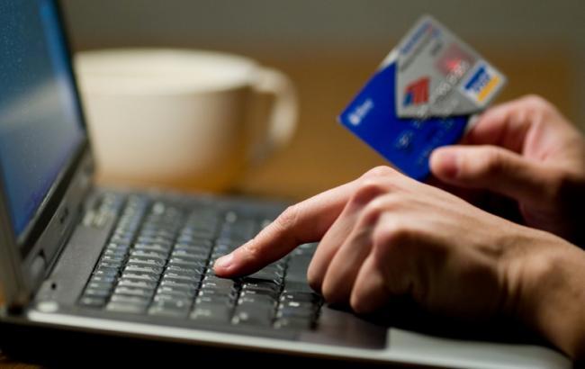 Фото: Людей просят назвать данные своей кредитной карты