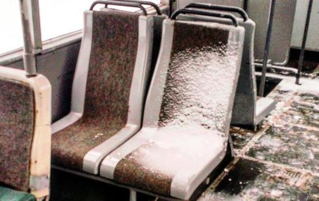 Фото: Снег в салоне троллейбуса (vk.com)
