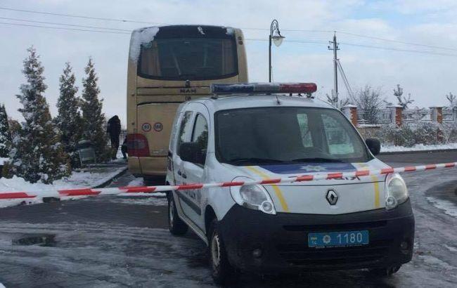 УЛьвівській області невідомі вибуховим предметом пошкодили автобус з іноземними номерами