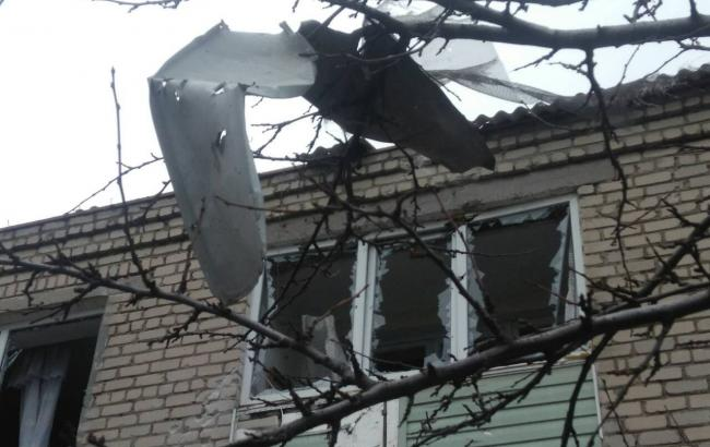 Фото: обстрел Новолуганского (facebook.com/ato.news)