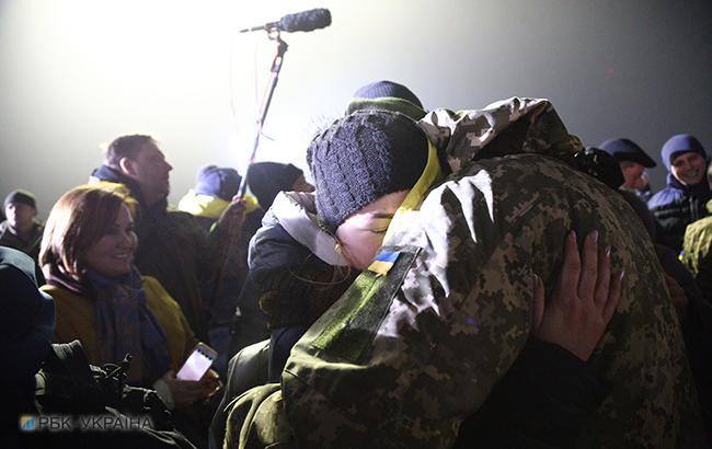 Фото: встреча пленных (РБК-Украина)