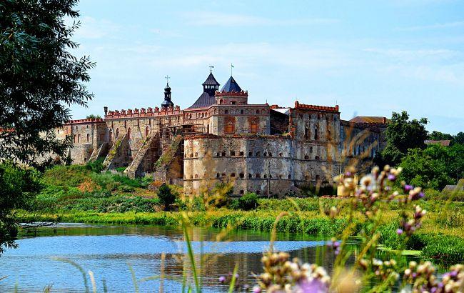 Замки, в которые возвращается жизнь: пять интересных дворцов для осеннего путешествия по Украине