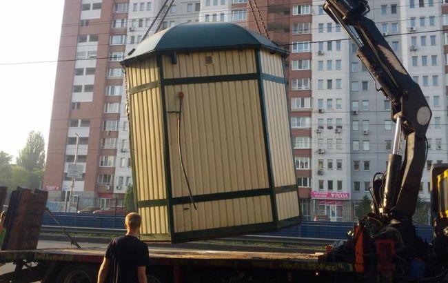 Фото: демонтаж МАФа в Киеве
