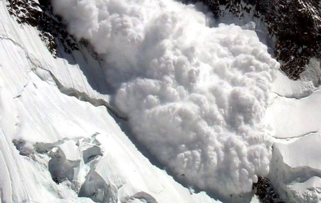 Синоптики попереджають про лавинну небезпеку та зміну погоди в Україні