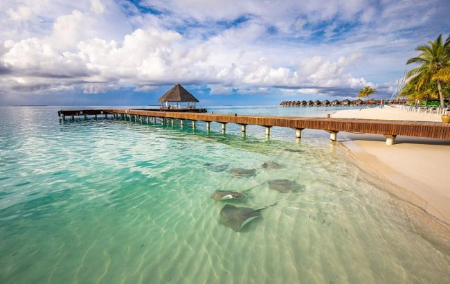 """Без пляжу і алкоголю: які """"сюрпризи"""" ховаються за бюджетними путівками на Мальдіви"""