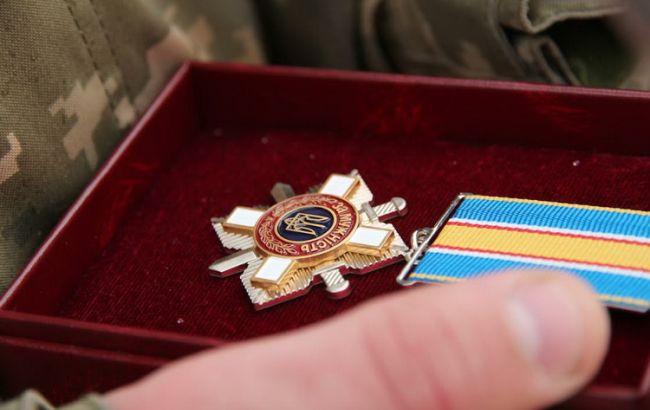 Порошенко подписал указ онаграждении 109 воинов, участвовавших вбоях наДонбассе