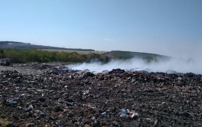 В Харьковской области горит полигон твердых бытовых отходов